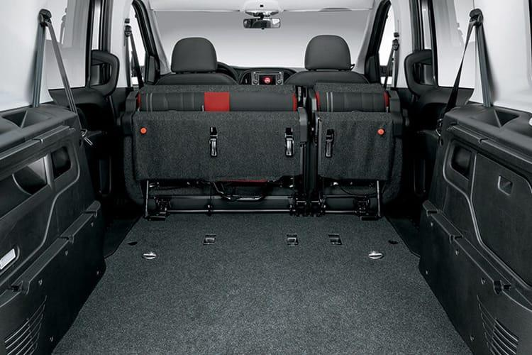 Inside view of Fiat Doblo Maxi Crew Van 1.6 120 N1 Multijet II