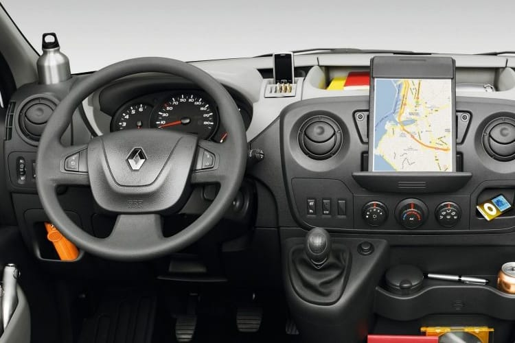 Inside view of Renault Master Luton Loloader LL35 dCi 150 QUICKSHIFT6 Business FWD
