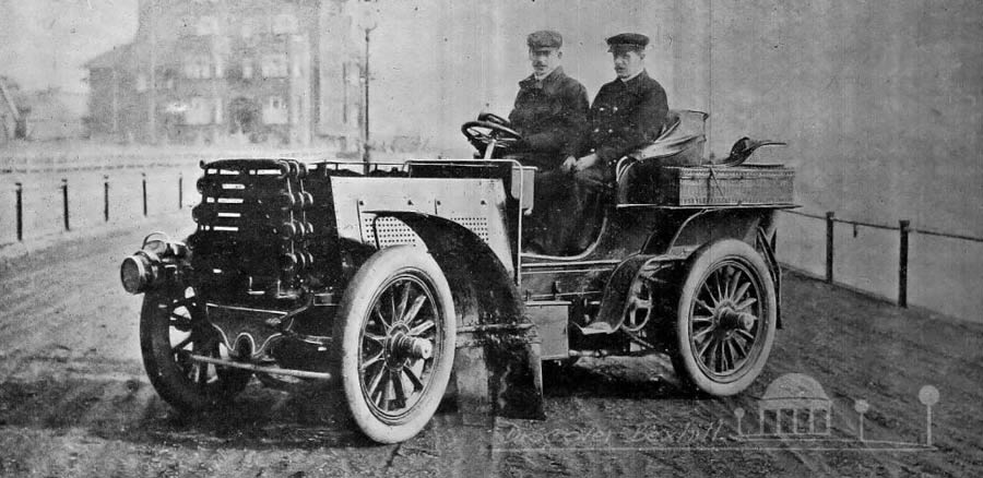 A motorcar in Bexhill in 1902